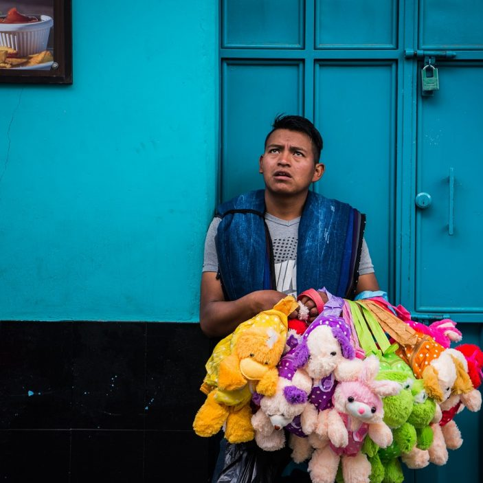 Vendedor, peluches.